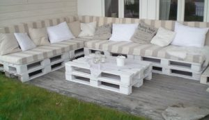 Build your own outdoor furniture by pallets