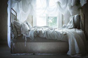 Fixa en enkelt sänghimmel